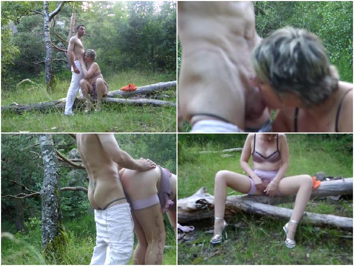 Mature sucking and fucking outdoor in wood