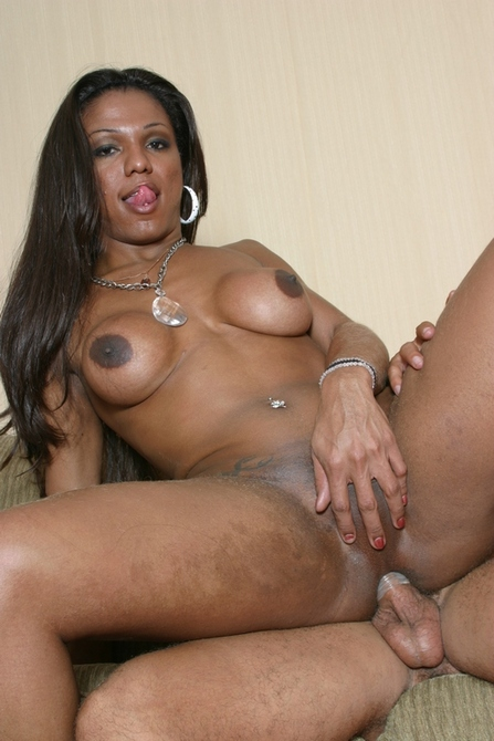 Andresa is a big ebony tranny - TS Andresa Mel