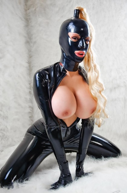 MASKED TEMPTRESS - Latex Sex
