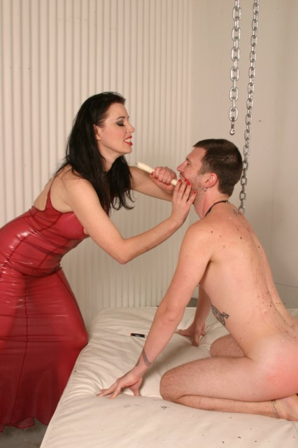 Worshipping his hot latex domme - Femdom