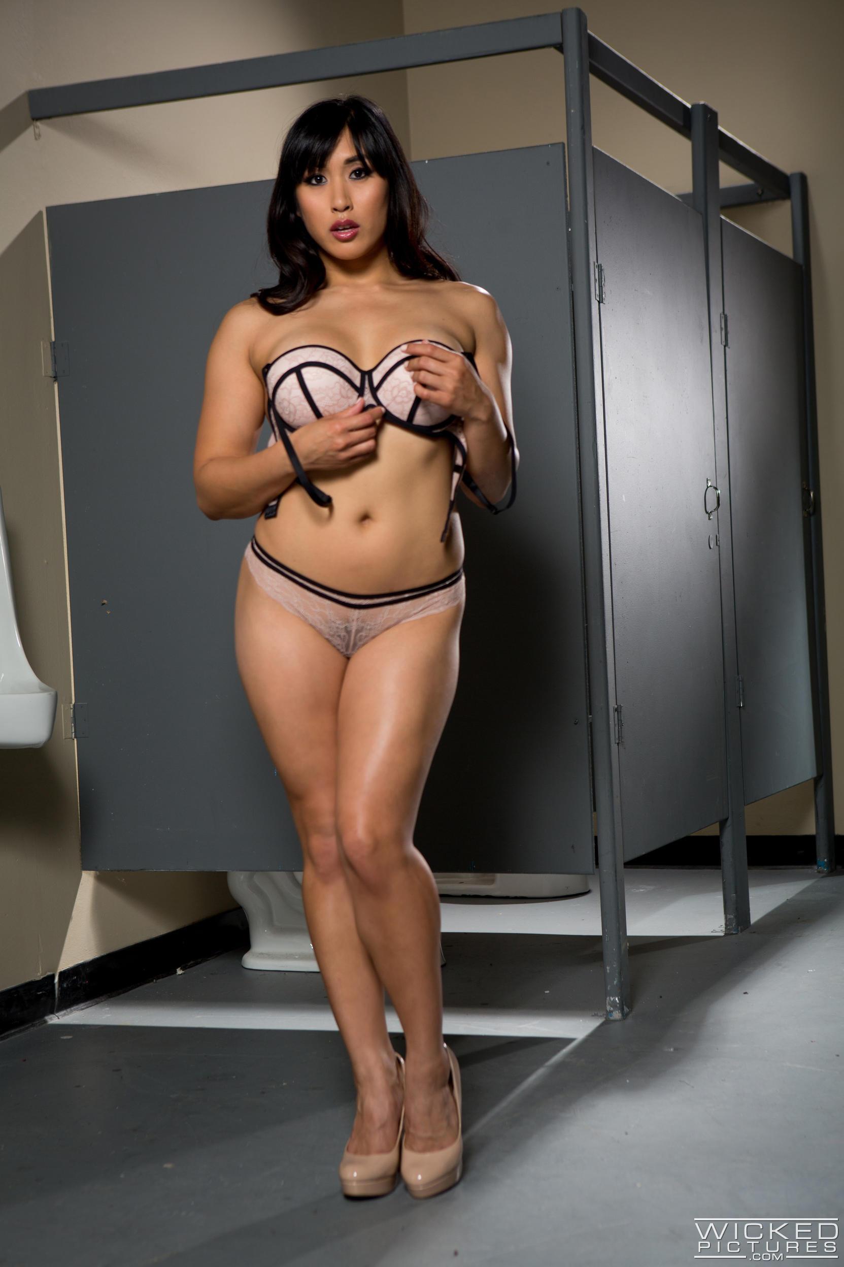 xx gifs milf bikini