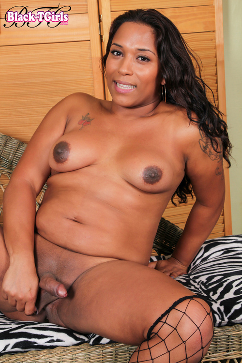 Gigi - Meet Deliciously Curvy Gigi! [HD 720p] (Black-TGirls)