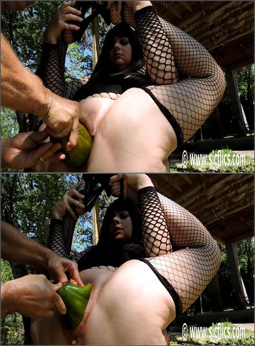 Julie - Julies XXL pussy fruit punch [HD 736p] (Sicflics)