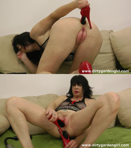 DirtyGardenGirl - Pussy pump, prolapse and red shoe [FullHD 1080p] (DirtyGardenGirl)