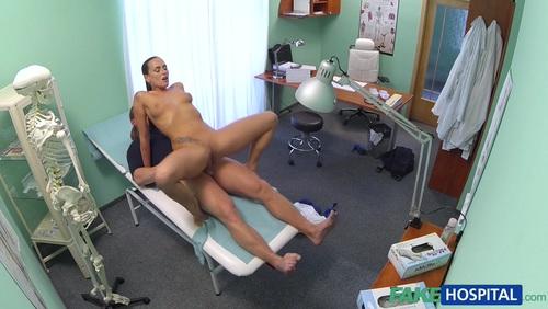 пациентка описалась у доктора