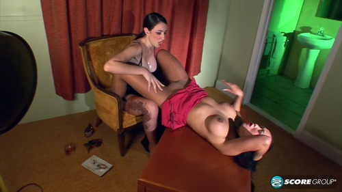 Kitty Langdon, Natalie Minx – Kitty and Natalie Get Hot and Steamy In The Motel