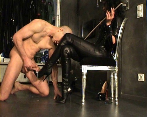 File name:  foot job with high heels 0011.wmv