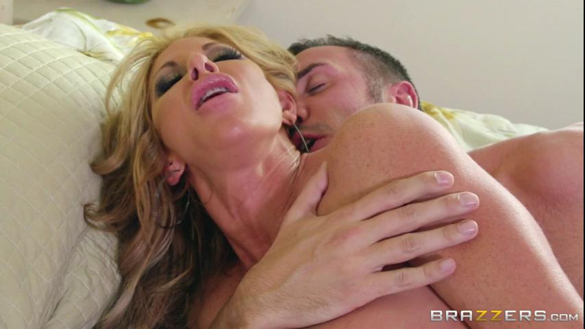 Milfs Farrah Cold Feet_ Hot Pussy_cover,