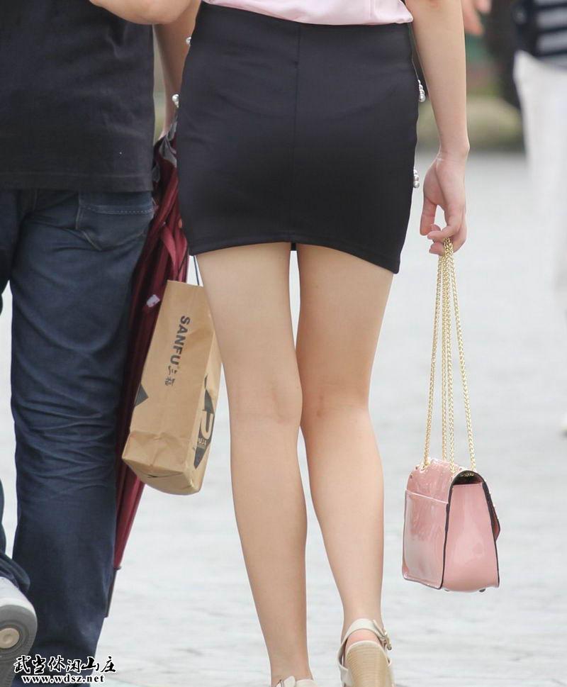 河北廊坊街拍的黑色一步裙美女