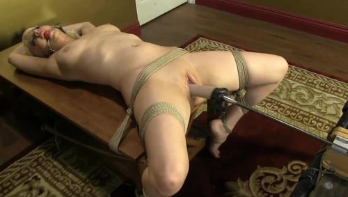 Using vibrator on girlfriend
