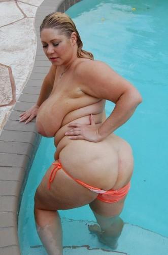 Poolside Plumper - BBW Lady