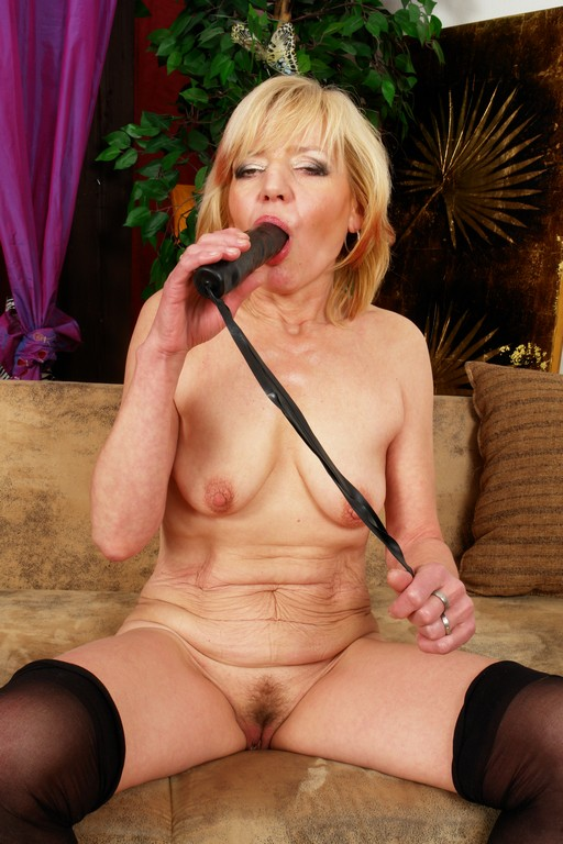 Eva is a funky old granny - Mature, MILFs