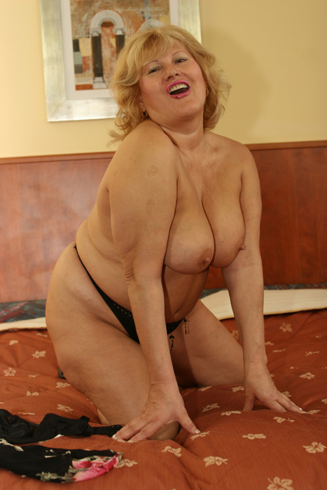 Lola's big round ass and big tits - Mature, MILFs