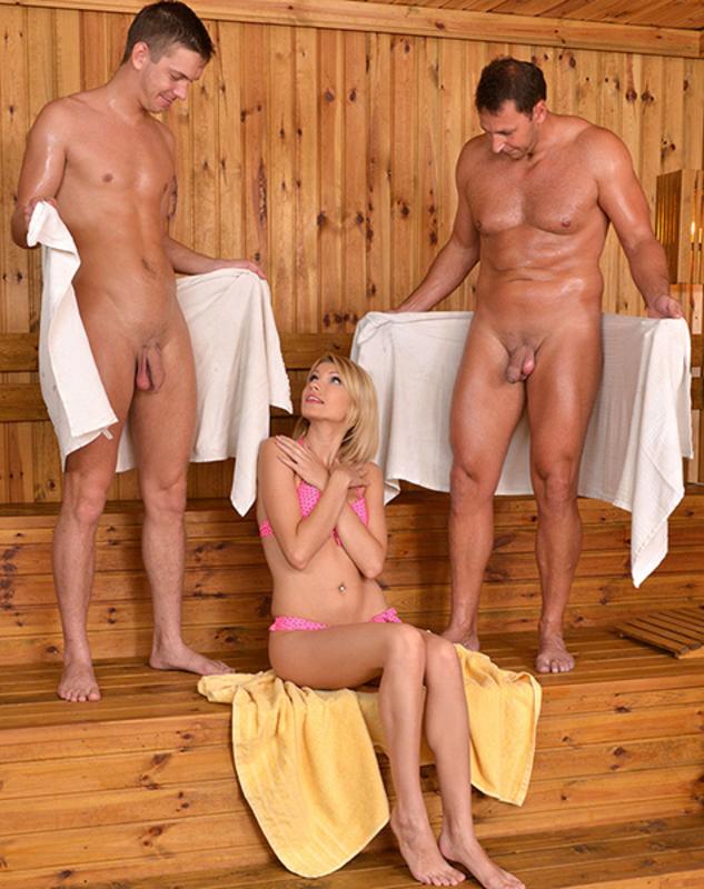 patsani-s-devkoy-v-saune