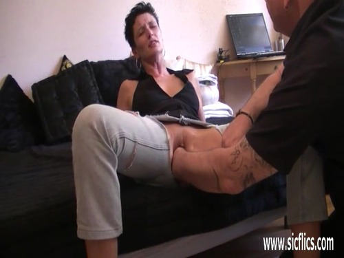 Fisting the wifes huge pussy till she orgasm 8