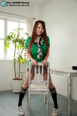 Hitomi01_s.jpg