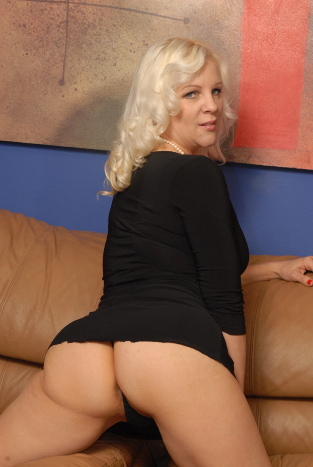 Another superMILF slut joins us today for some cock sucking
