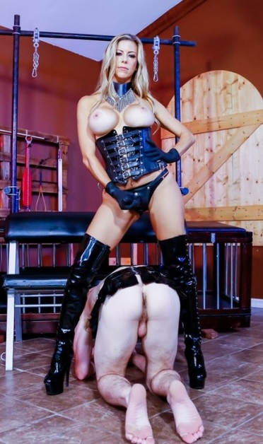 Lady Cheyenne and Mistress Varla have