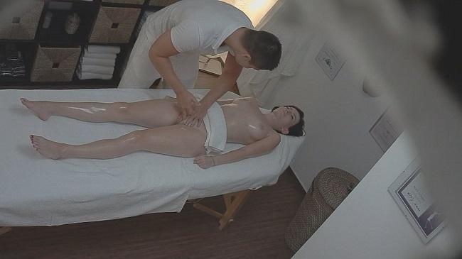 Free hot moms porn videos
