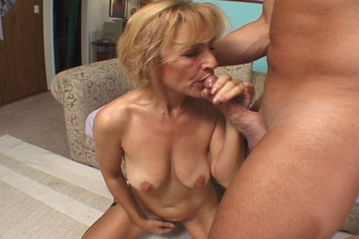 Vanessa got tired of rubbing her clit