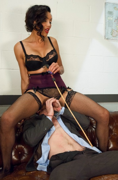 Devastatingly Gorgeous Secretary Punishes Sexist Boss Pig!