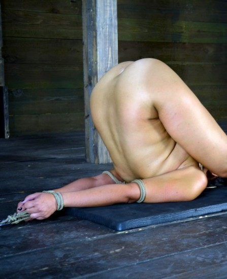Annie Cruz, trapped in a piledriver, made to squirt