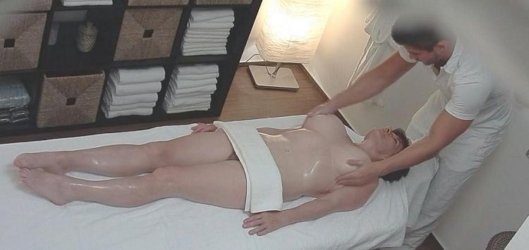 скрытая камера на отдыхе массаж догадываясь