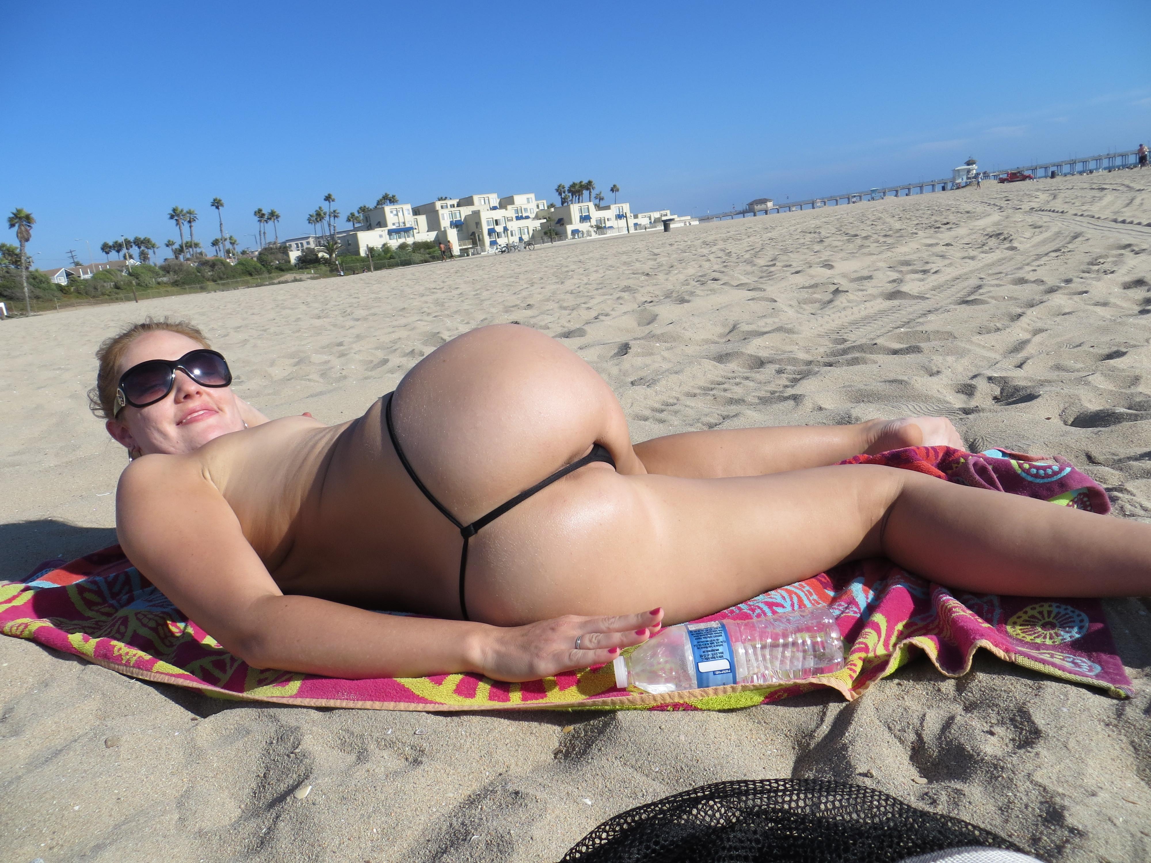 chastnie-foto-v-mini-bikini