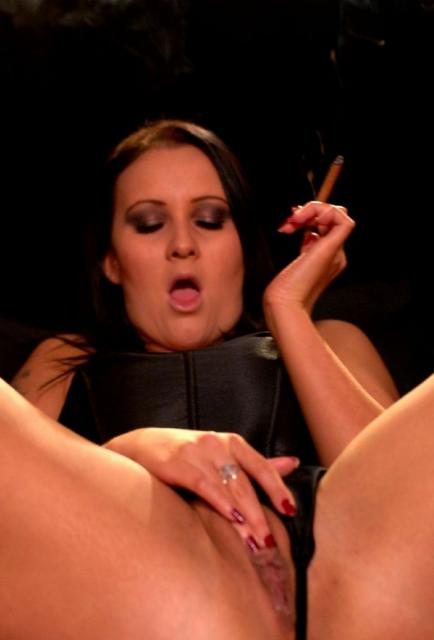 Amber Leigh cigar masturbation