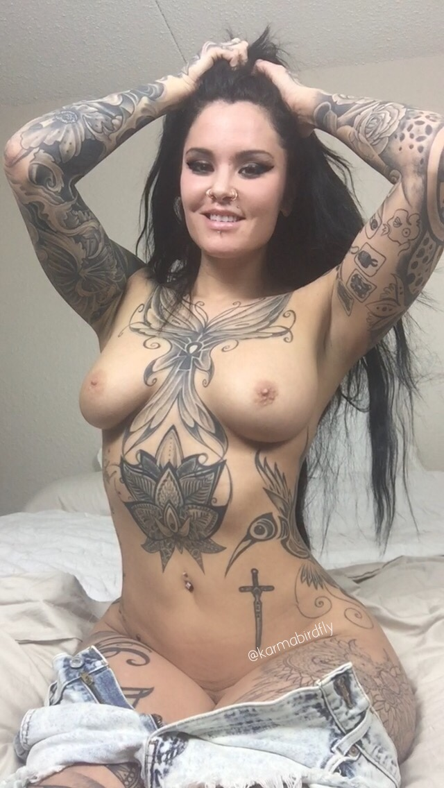 Can Nude babe fully tattooed