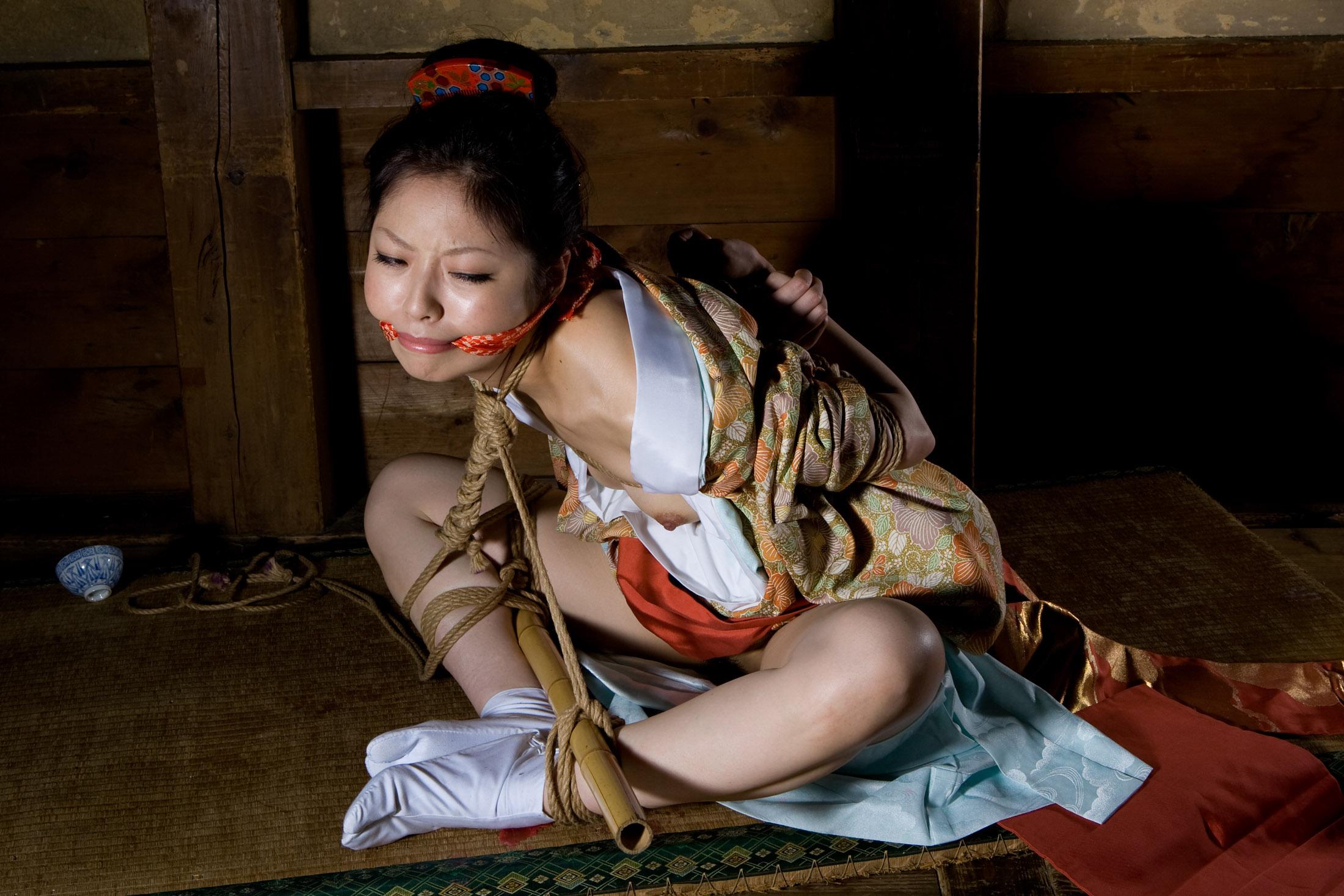 Unraveling the mysteries of kinbaku, the erotic art of japanese rope bondage