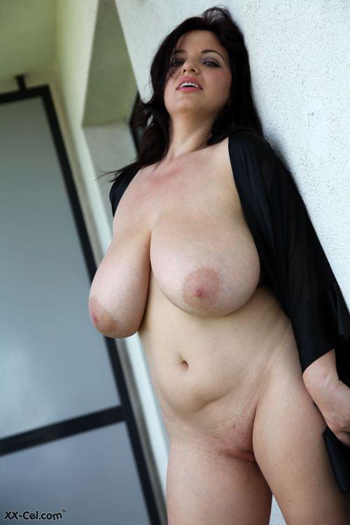 Chicas con el pecho plano y culo enorme desnuda