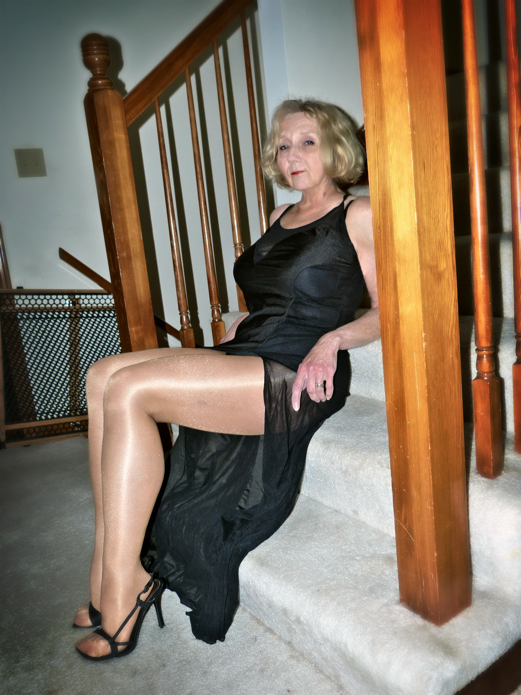Old Mature Granny Pictures in Top GILF Porn Gallery
